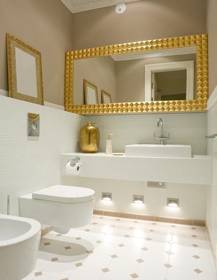lustro w łazience funkcjonalność i piękna dekoracja