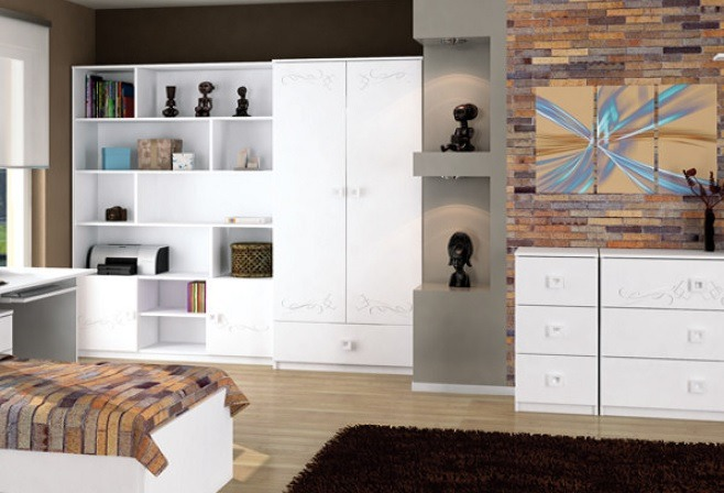 białe meble w pokoju nastolatka