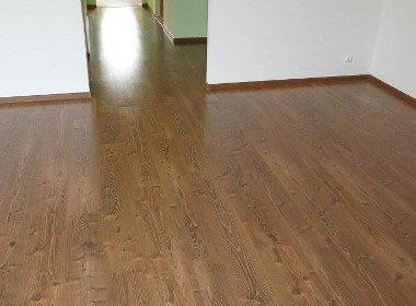 Podłogi; panele, deska, parkiet
